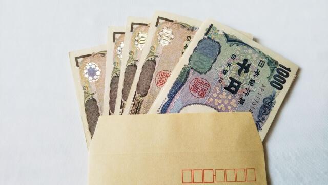 タクシードライバーに転職したら給料はいくらくらい?